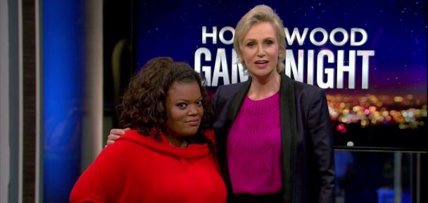 hollywood-game-night-jane-lynch-yvette-nicole-brown-topper
