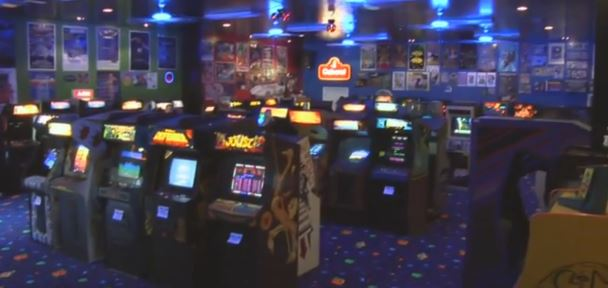 the-space-invaders-movie-arcade-room-topper