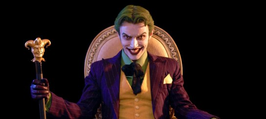 harleys-joker-cosplay-throne-topper
