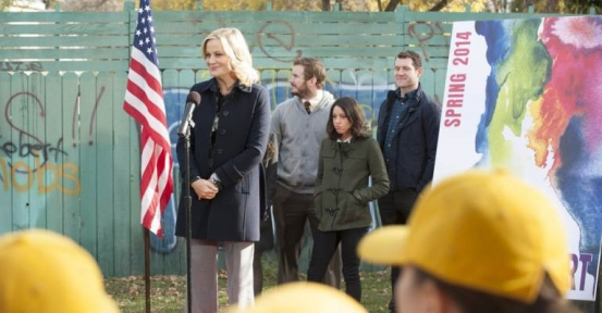 "[PHOTOS] It's Parks And Recreation's Leslie Knope Vs. ""The Wall"""